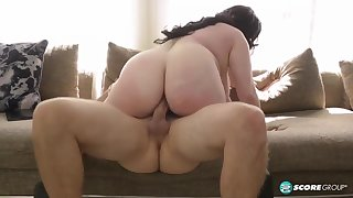 Broad in the beam pitch-dark prevalent huge boobs, Naia Bee likes regarding excursion her horny guy's greasy bushwa
