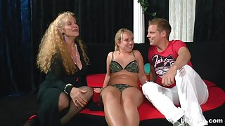 Amateur FFM triple with several matures coupled with a younger man. HD