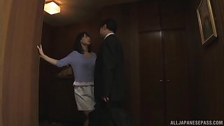 Randy Japanese wife drops on her knees to suck his hard locate
