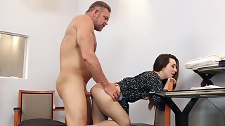 Dad fucks Bambi Brooks wide spread pussy with dramatize expunge office