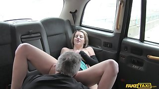 Serendipitous taxi driver takes adventage of horny kirmess Sienna Day